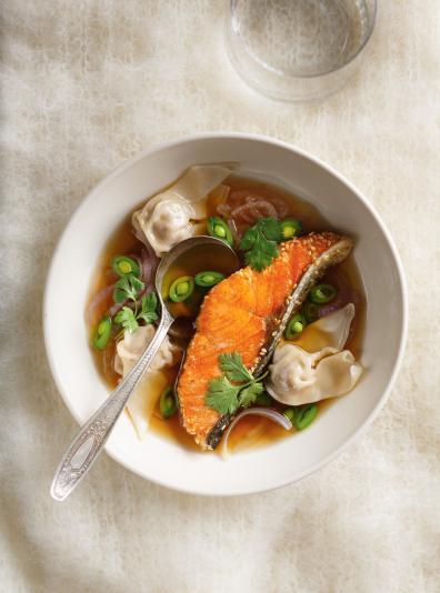 Photo Soupe won-ton et saumon au sésame