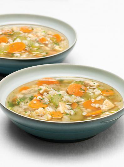 Photo Soupe réconfortante à l'orge et au poulet