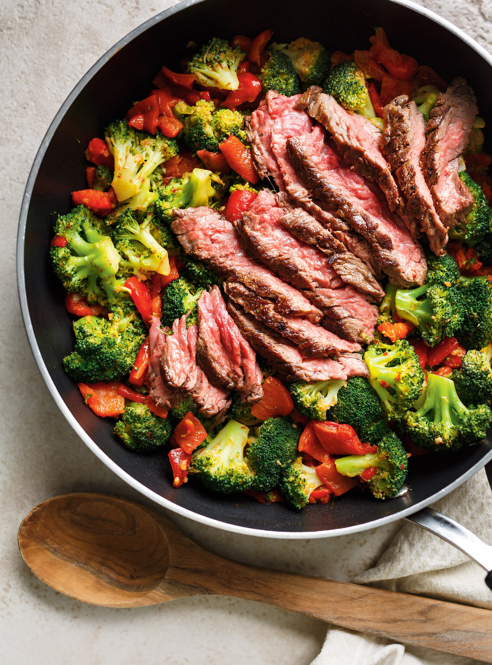 Grilled Flap Steak With Broccoli And Bell Peppers Ricardo