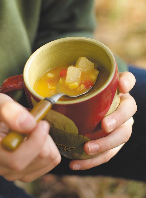Soupe de maïs, de pommes de terre et de poivrons
