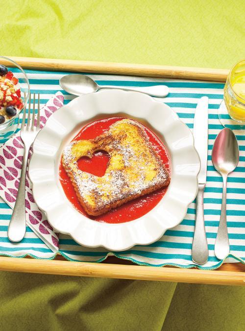 Pain doré et coulis de fraises