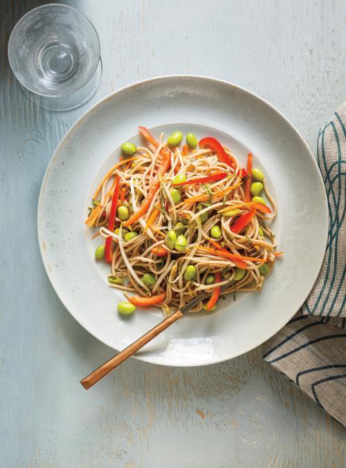 Salade De Nouilles Soba D Edamames De Poivrons Rouges Et De Feves