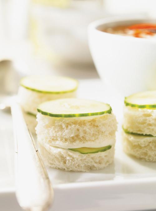 Minisandwichs au concombre ricardo for Club sandwich fillings for high tea