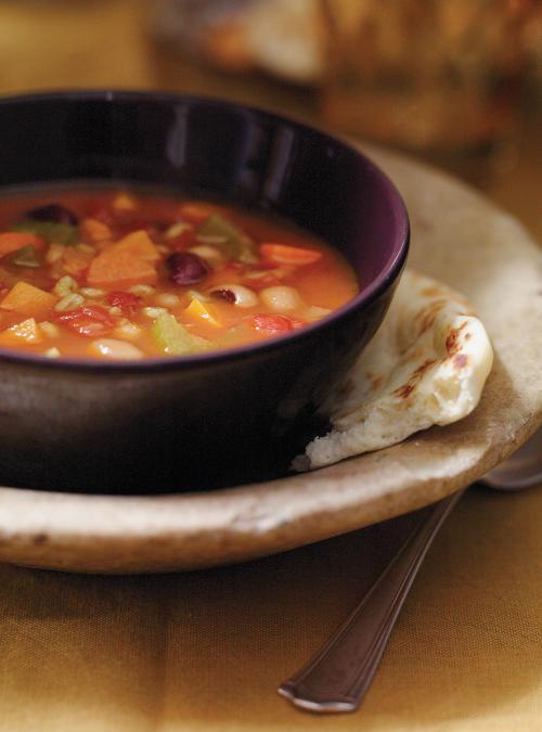 Soupe-repas aux légumineuses et au curcuma