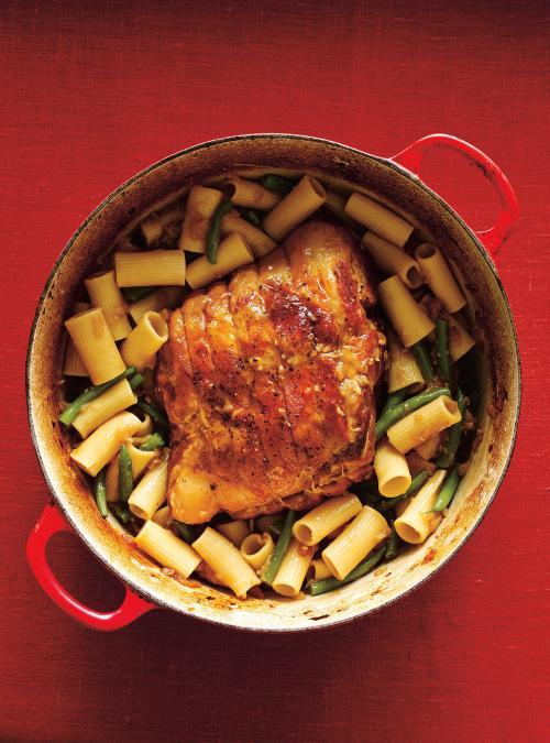 Porc braisé et rigatonis à l'oignon