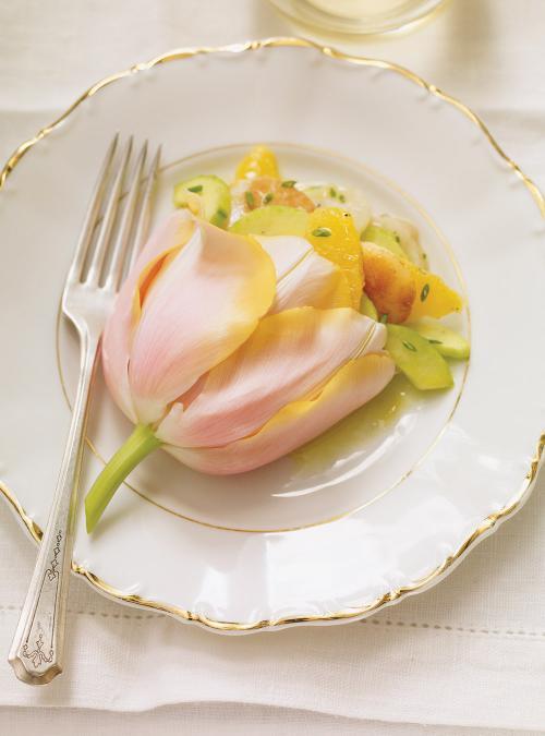 Salade de pétoncles et d'oranges dansune tulipe