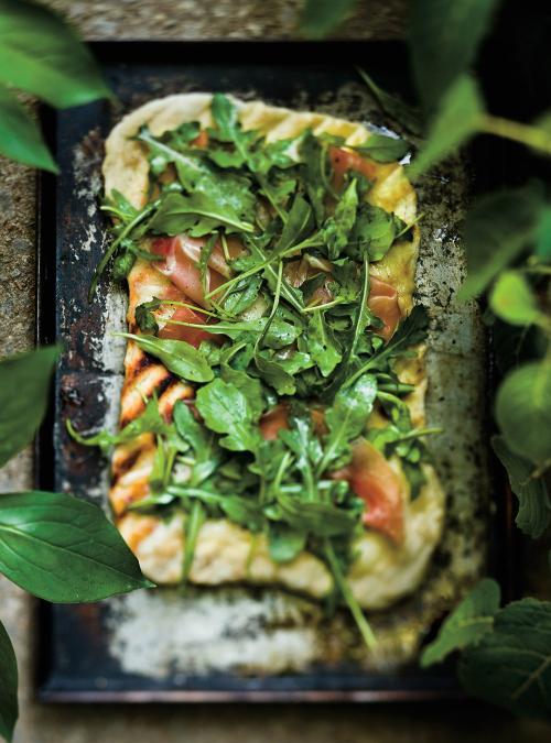 Pizzas fines au jambon de Bayonne et à la roquette