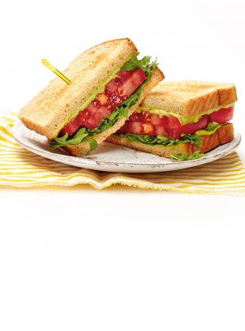 Sandwich aux tomates et à l'avocat