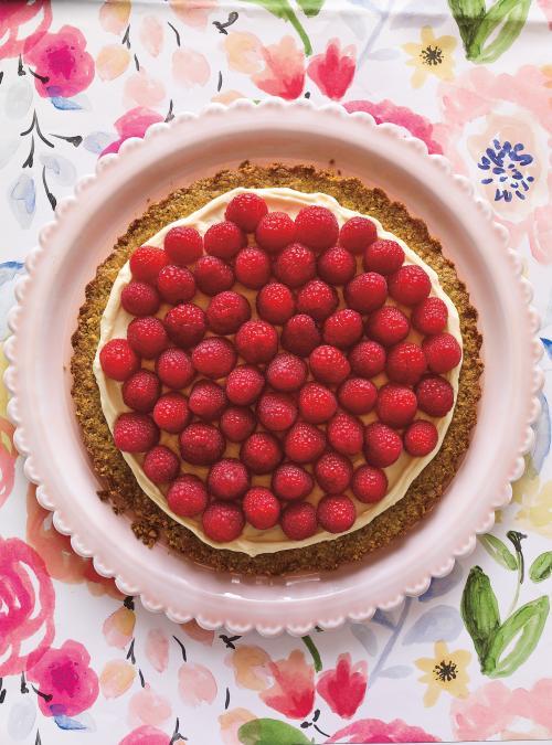 Tarte à la pistache, aux framboises et au chocolat blanc (sans gluten)