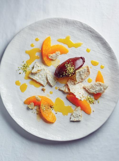 Dacquoise aux pistaches, ganache à la cardamome et sirop à l'orange