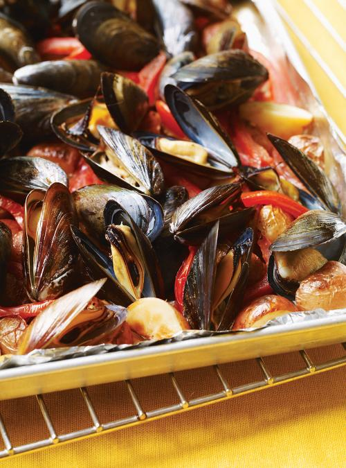 Broiled Mussels with Tomatoes and Potatoes | Ricardo