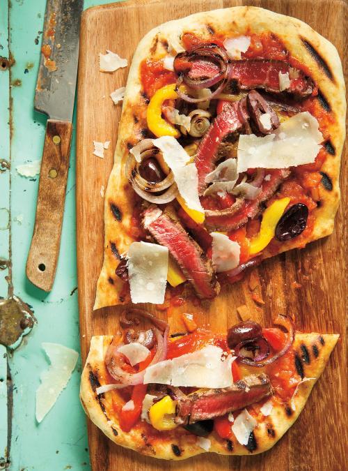 Pizza au boeuf et aux poivrons aubarbecue