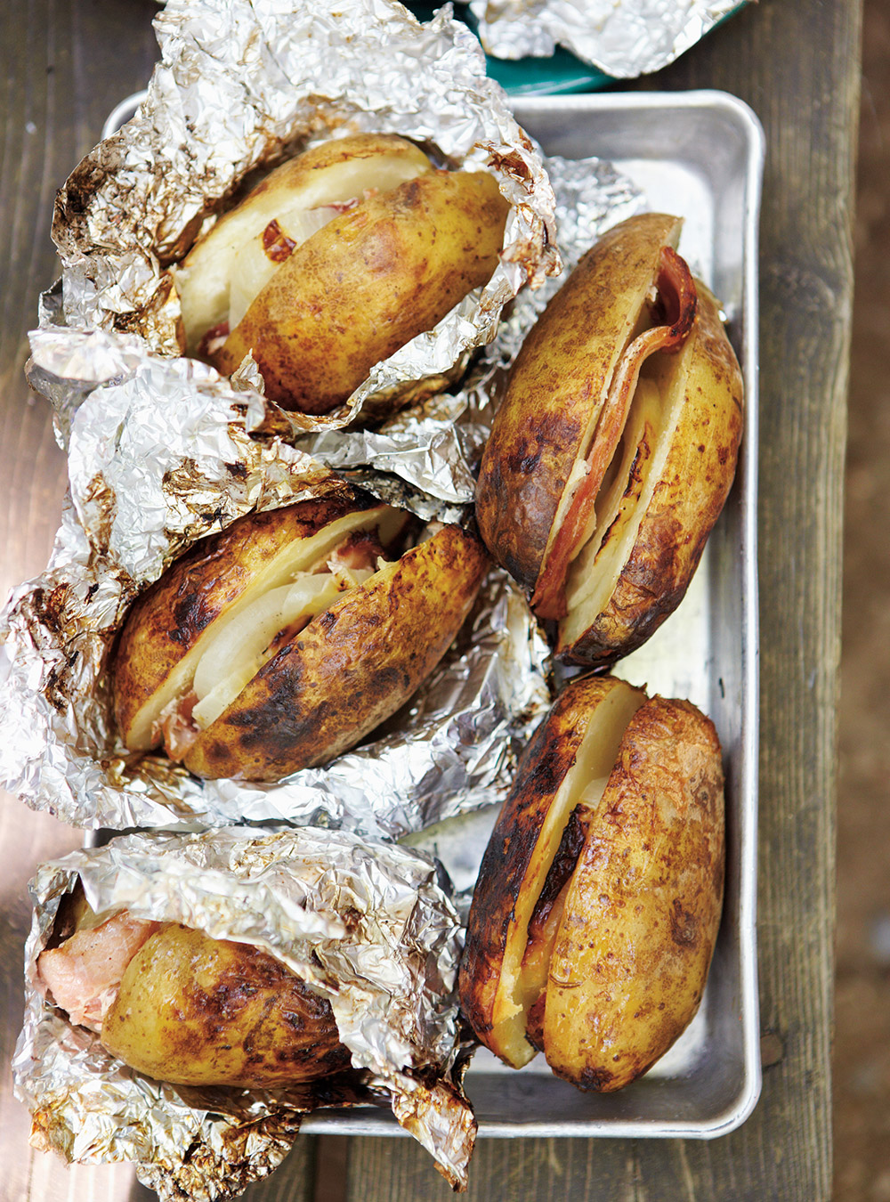 Bacon and onion roasted potatoes ricardo - Pomme de terre a la braise ...