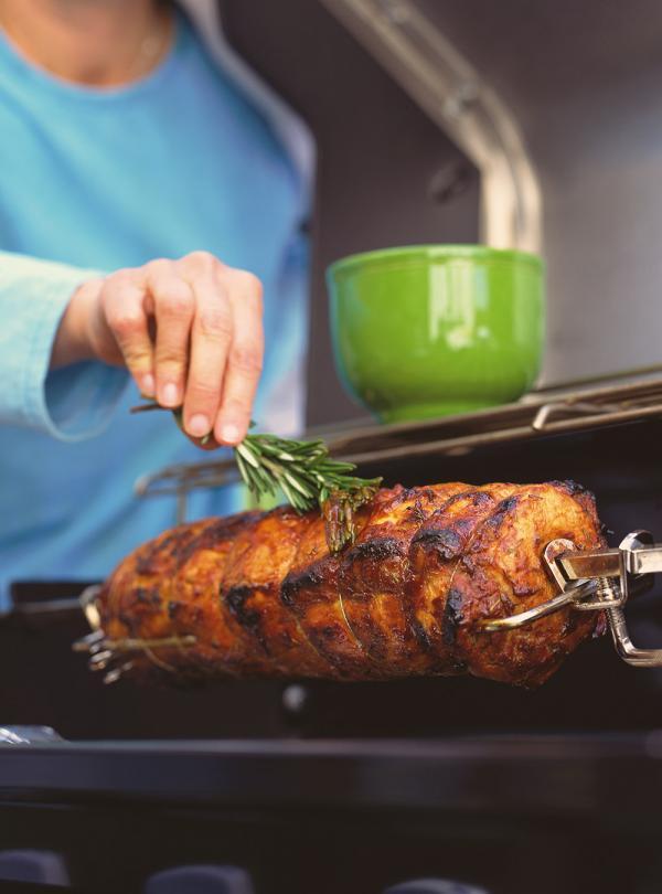 Rotisserie grilled cajun pork roast ricardo for Articles de cuisine de ricardo
