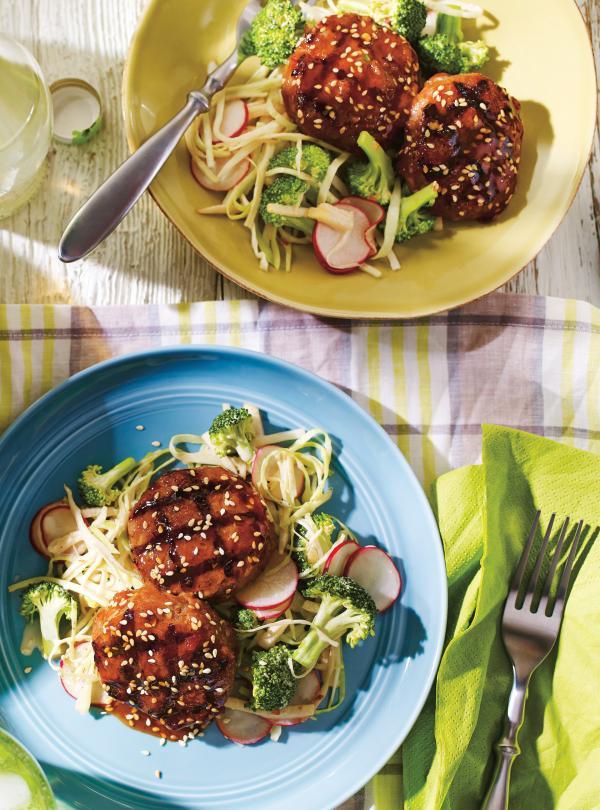 galettes de veau laqu es et salade asiatique ricardo. Black Bedroom Furniture Sets. Home Design Ideas