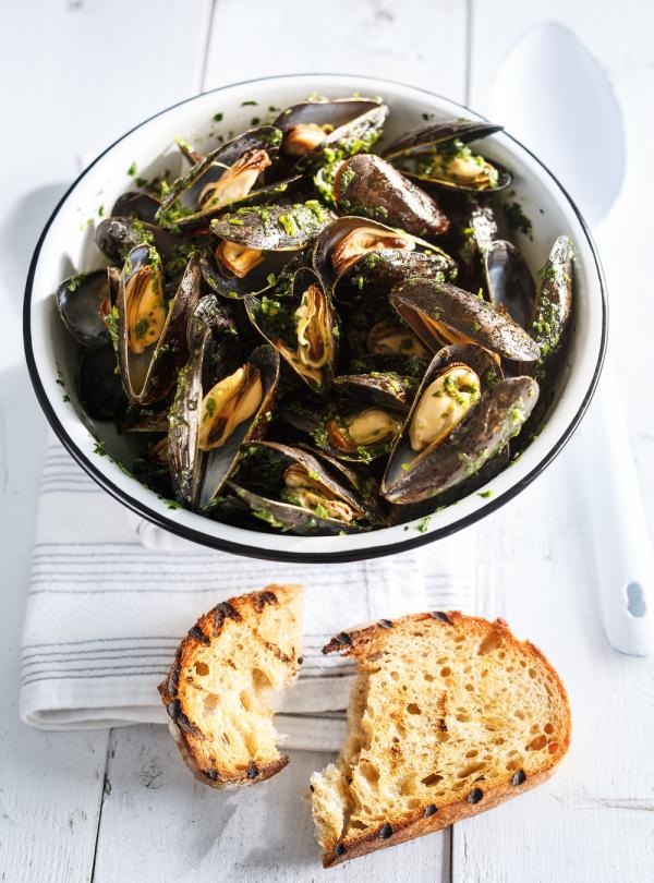 Grilled Mussels With Salsa Verde Ricardo