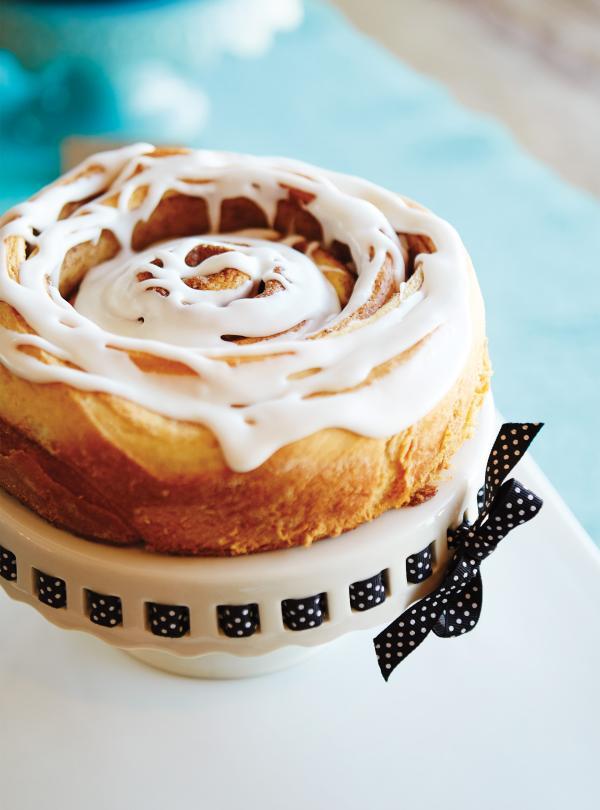 Cinnamon Roll Cake Ricardo