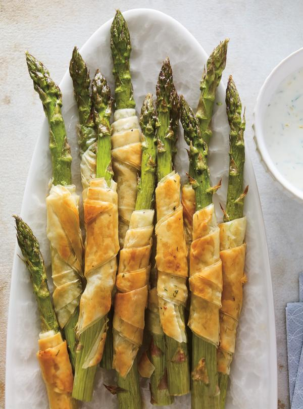 Phyllo-Wrapped Asparagus with Herb Sauce | Ricardo