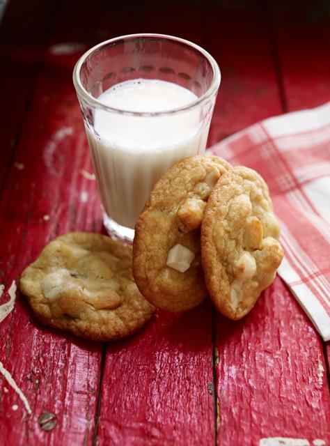 Biscuits au chocolat blanc et aux noix de macadam les - Ricardo cuisine concours ...