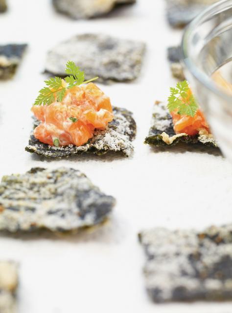 Tartare de saumon sur algue nori frite les meilleures - Ricardo cuisine concours ...