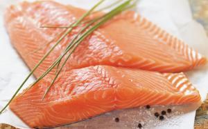 Griller des poissons à chair ferme