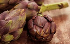 Eating Artichokes
