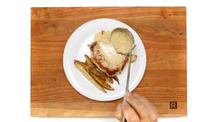 Steaks de porc et frites au citron et au romarin