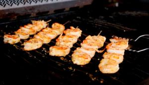 Tortillas aux crevettes grillées et salsa mangue-avocat