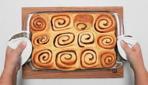 Cinnamon Buns with Holiday Spices