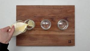 Petits pots de crème au chocolat blanc et gelée au fruit de la passion