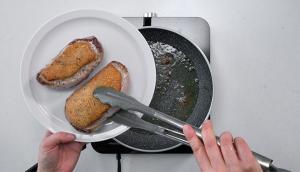 Poitrines de canard aux poireaux et aux oignons rôtis