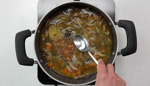 Soupe aux nouilles et au porc épicé