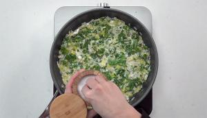 Purée de pommes de terre aux légumes et saucisses rôties (stoemp)