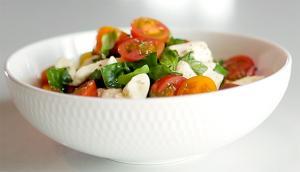 Salade de tomates cerises et de fromage en grains