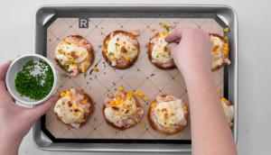 Croque-monsieur aux crevettes sur muffins anglais