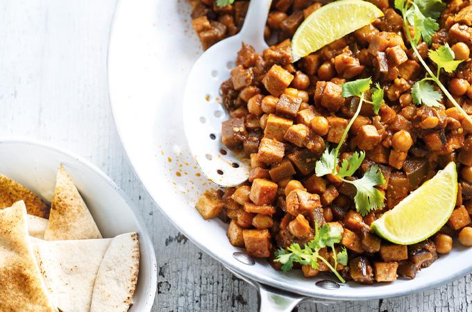 Cari d'aubergine, de tofu et de pois chiches