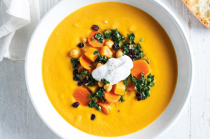 Soupe-repas aux légumes et aux pois chiches