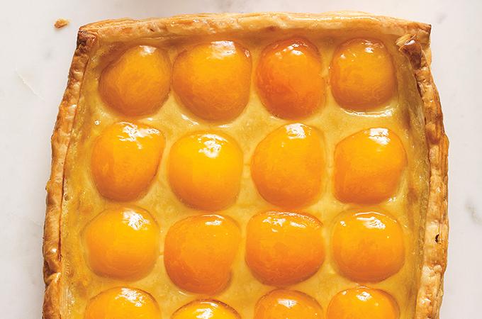 Tarte feuilletée aux abricots et à la camomille