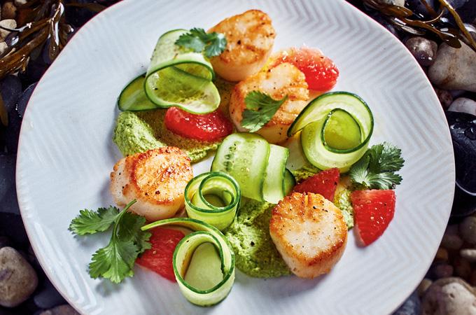 Pétoncles, houmous d'edamames et salade de pamplemousse