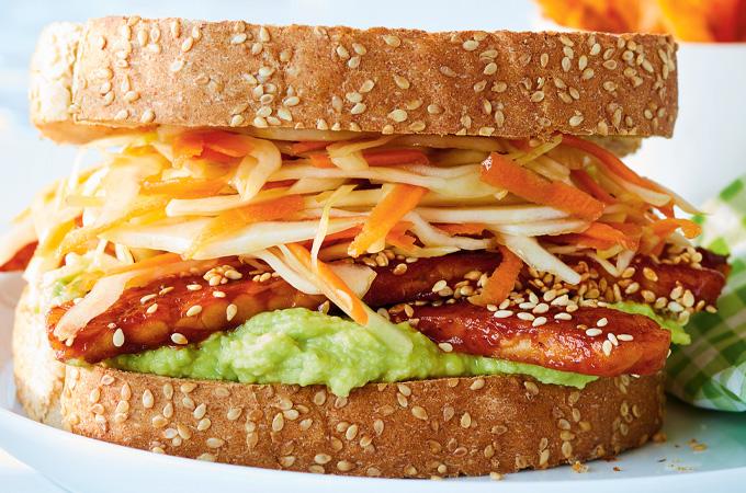 Sandwichs au tempeh barbecue et salade de chou