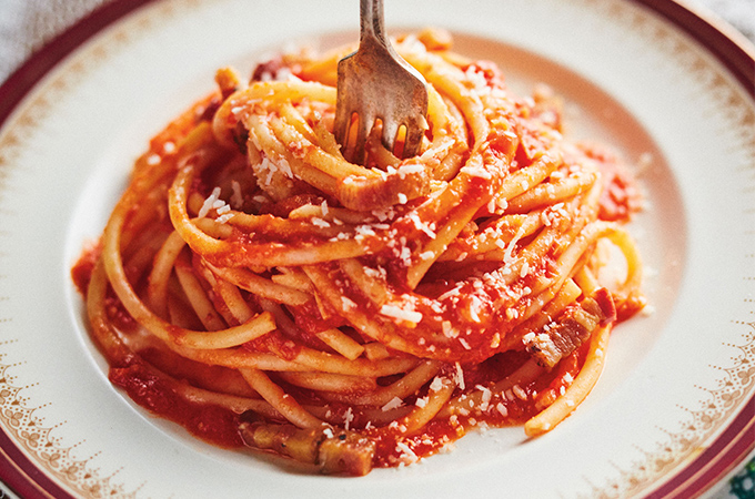 Pâtes all'amatriciana (tomate et pancetta)