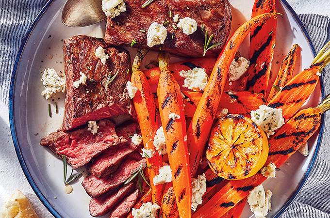 Bavette cuite sous vide, carottes grillées et fromage frais aux herbes