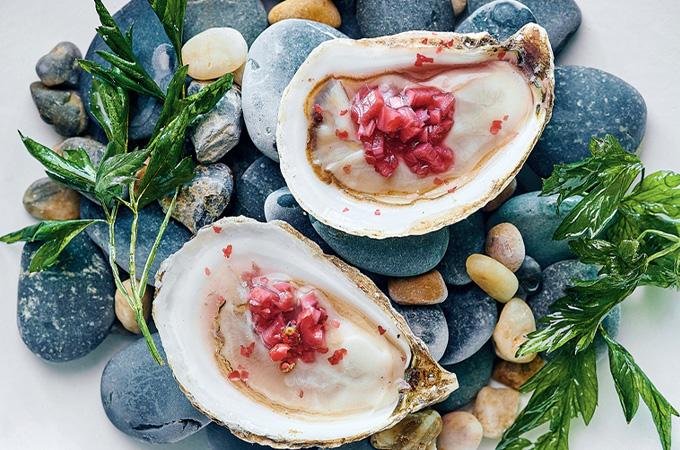 Huîtres, mignonnette au jus de grenade et au poivre rose