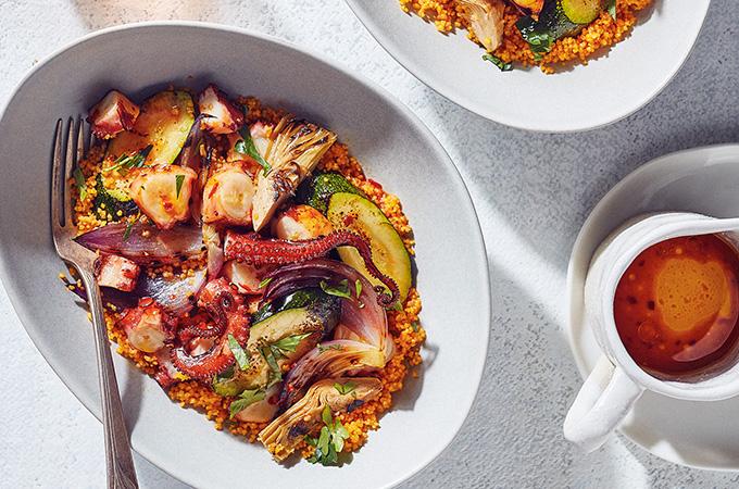 Salade de pieuvre et de légumes grillés, couscous au jus de carottes