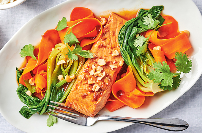 Saumon laqué au gingembre, bok choy et carottes