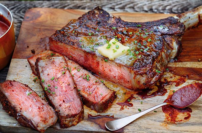 Bifteck tomahawk grillé