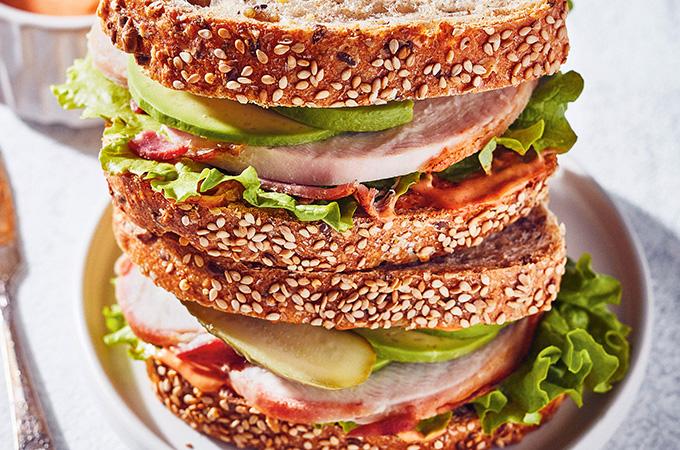 Sandwichs au rôti de dindon et à l'avocat