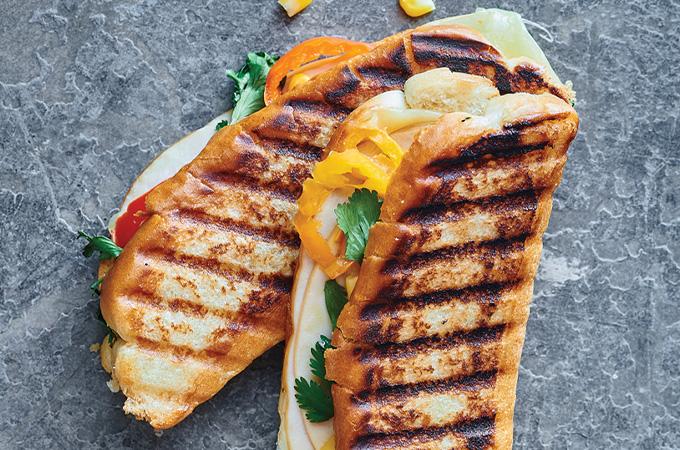Sandwich cubain dans un pain à hot-dog