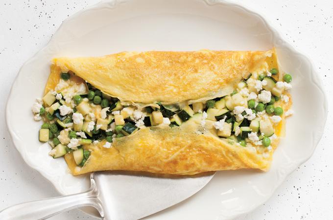 Omelette aux courgettes, aux petits pois et à la feta