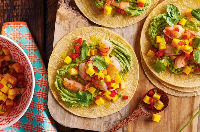 Tacos aux crevettes et salsa à la mangue